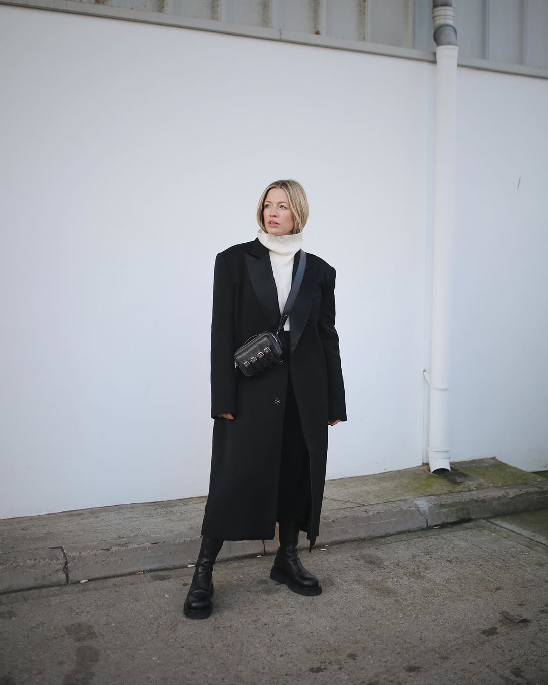 alexis-foreman-oversized-coat-outfit