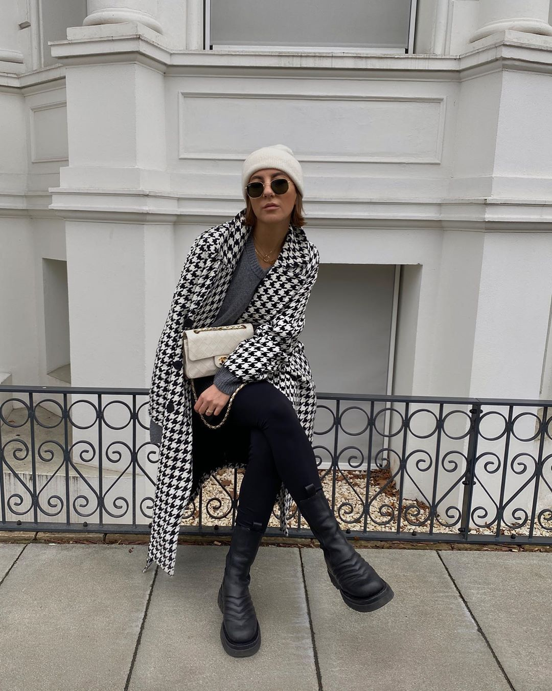 aylin-koenig-leggings-bottega-veneta-boots-instagram