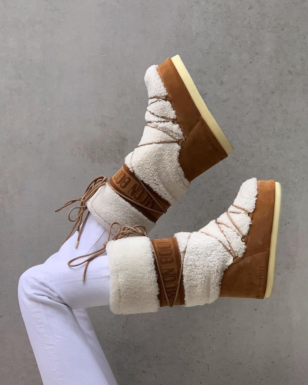 claire-rose-cliteur-moon-boot-wool-and-suede-boots-instagram