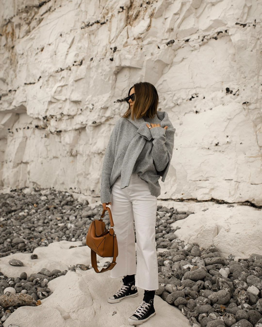hannah-crosskey-white-jeans-outfit-instagram