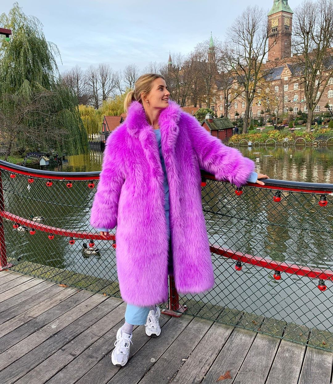 karo-dall-stand-studio-clara-coat-purple