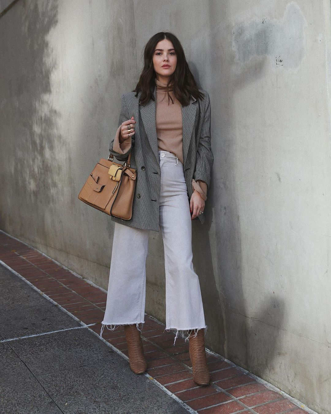 paola-alberdi-white-jeans-winter-outfit