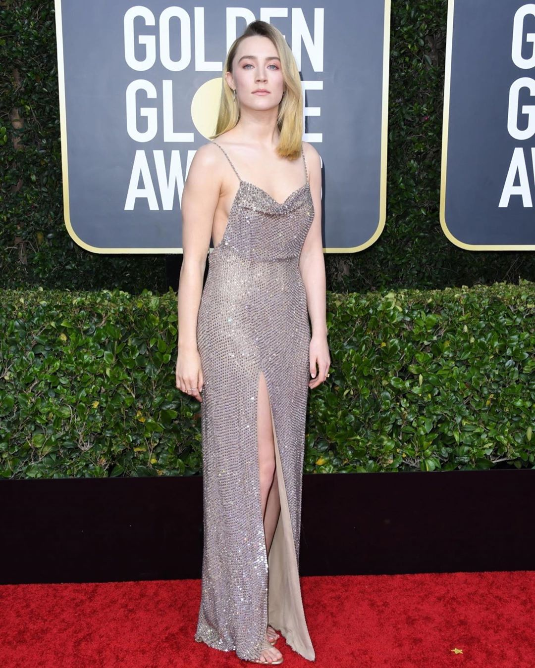 saoirse-ronan-celine-golden-globes-2020-red-carpet