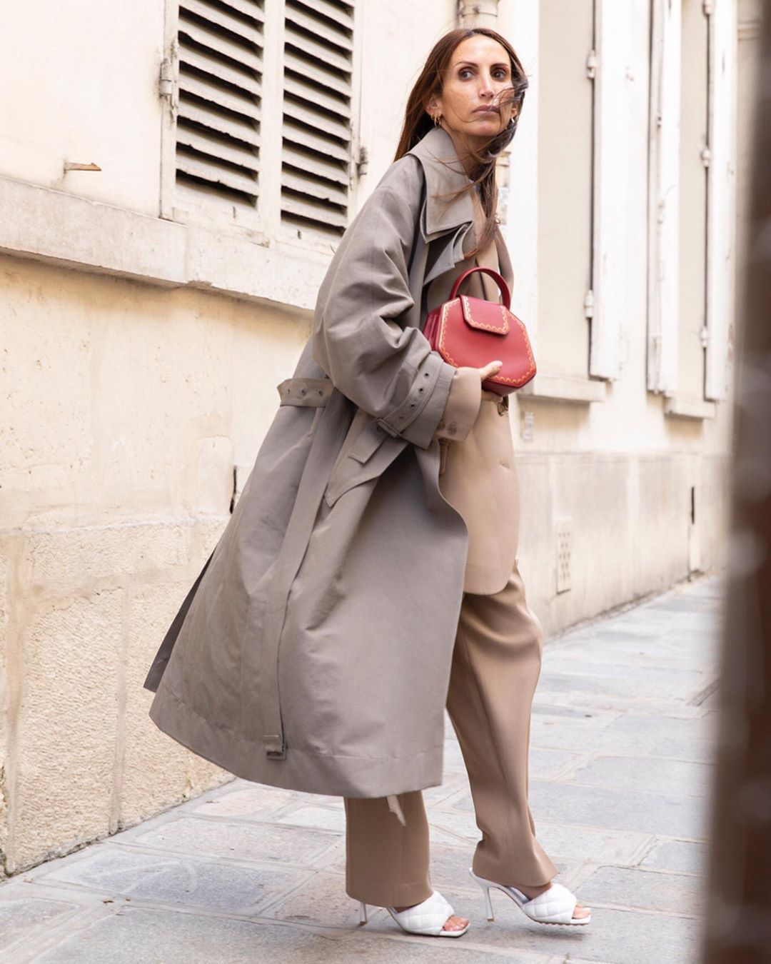 trench-over-suit-loulou-de-saison-instagram