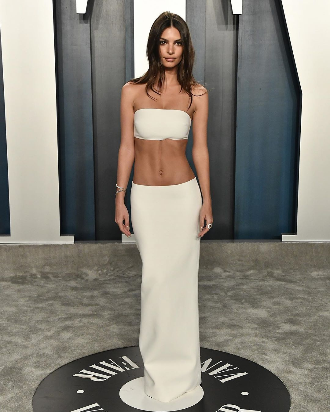 2020-vanity-fair-oscars-after-party-emily-ratajkowski-outfit