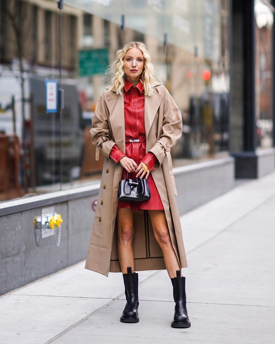 leonie-hanne-toteme-trench-bottega-veneta-boots-new-york-fashion-week-fall-2020-street-style