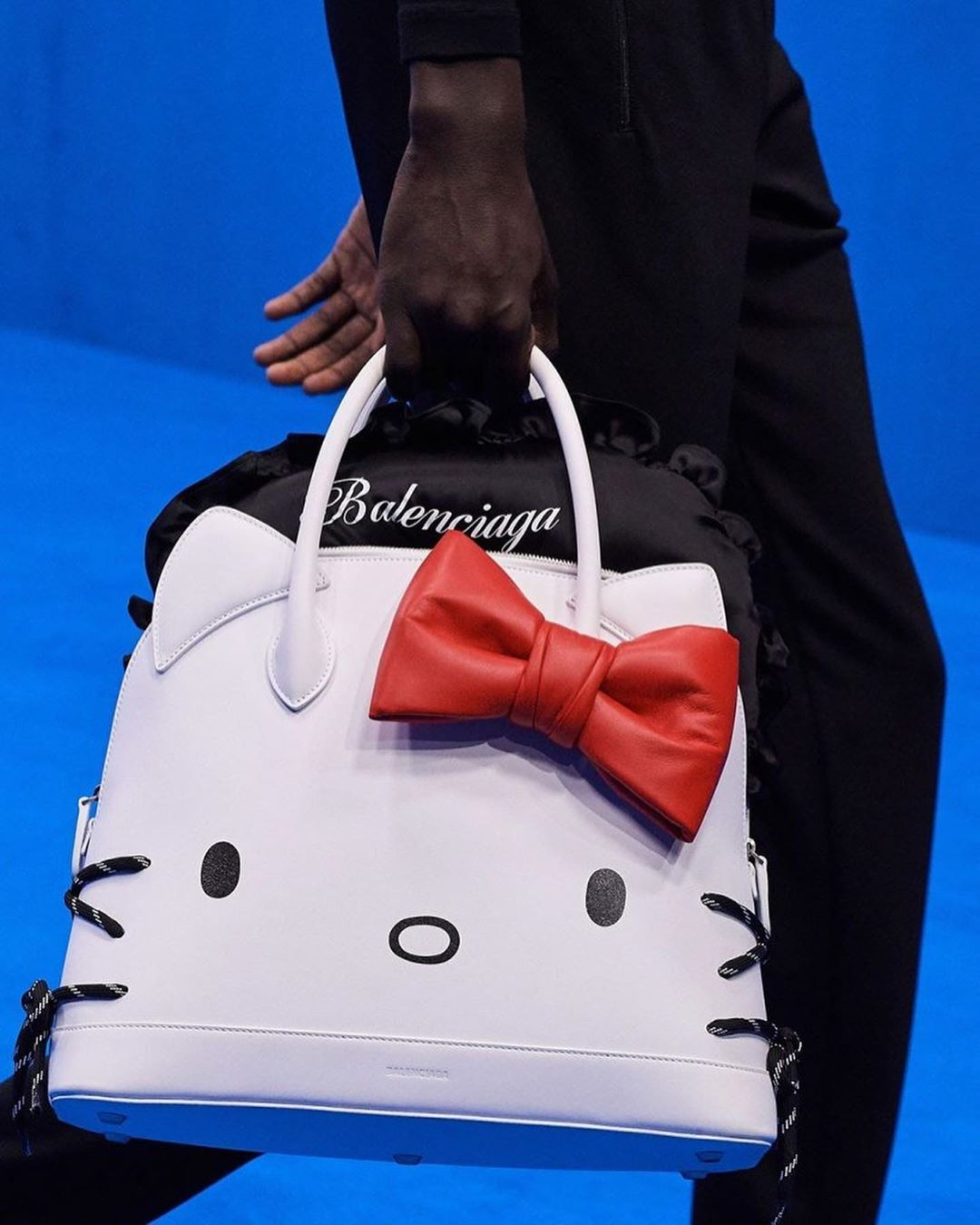 balenciaga-ville-large-tote-hello-kitty-spring-2020