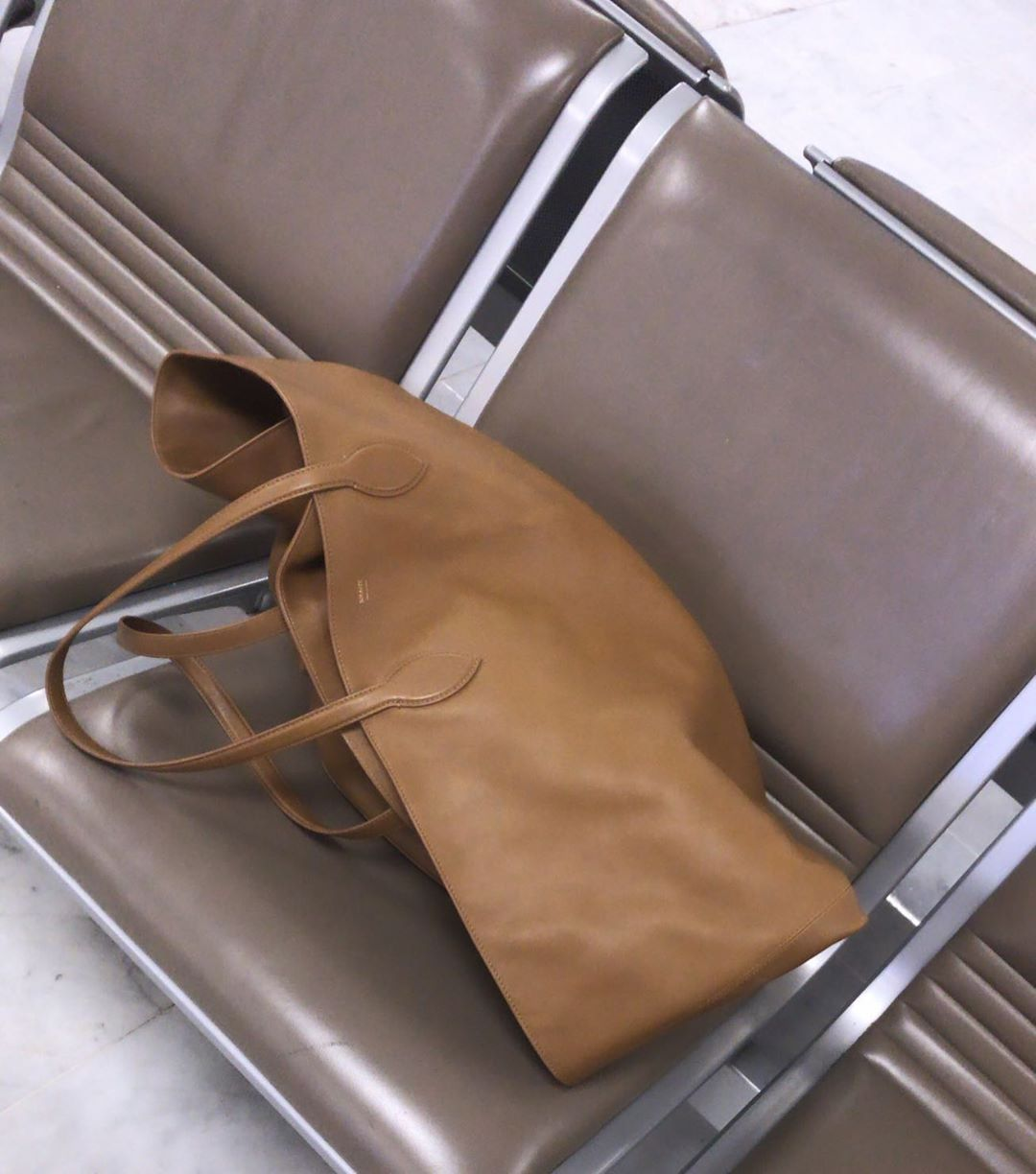 khaite-the-large-osa-tote-caramel-leather