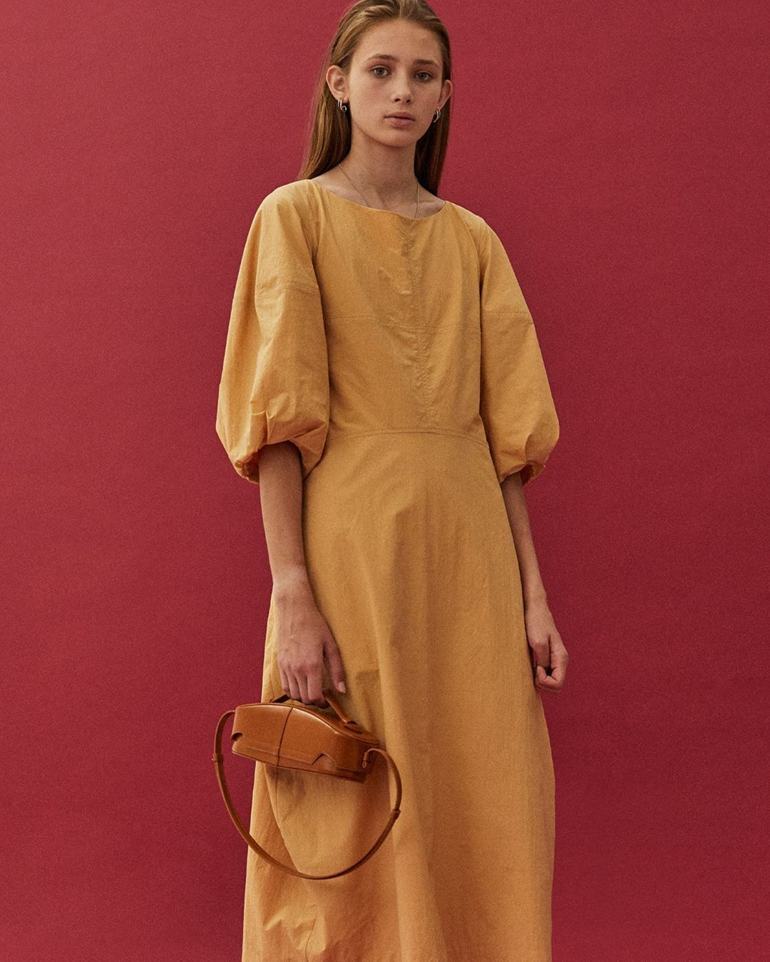 low-classic-structure-leather-shoulder-bag