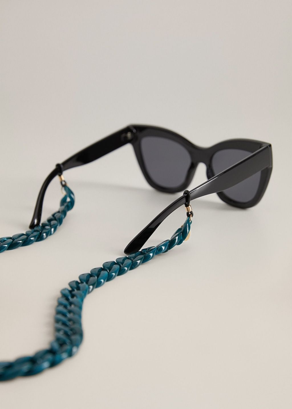 mango-sunglasses-braided-chain