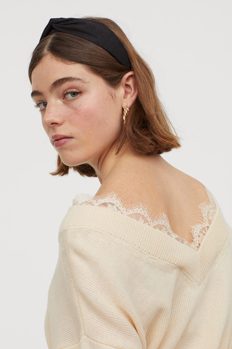 hm-lace-trimmed-sweater-cream