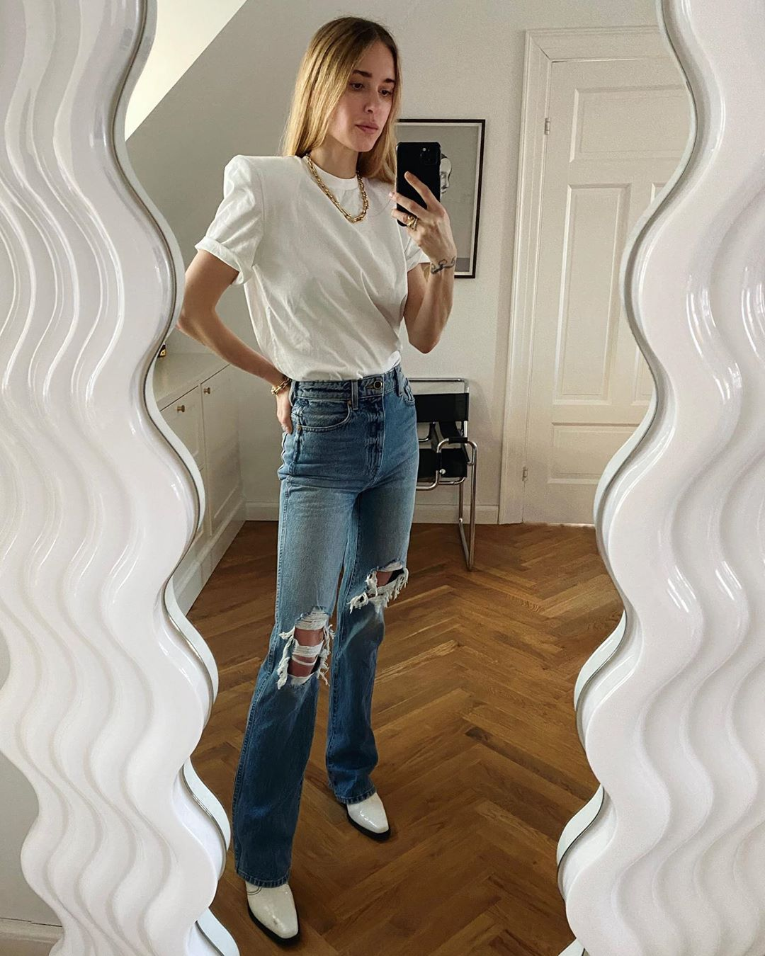 pernille-teisbaek-attico-bella-white-t-shirt-with-padded-shoulders