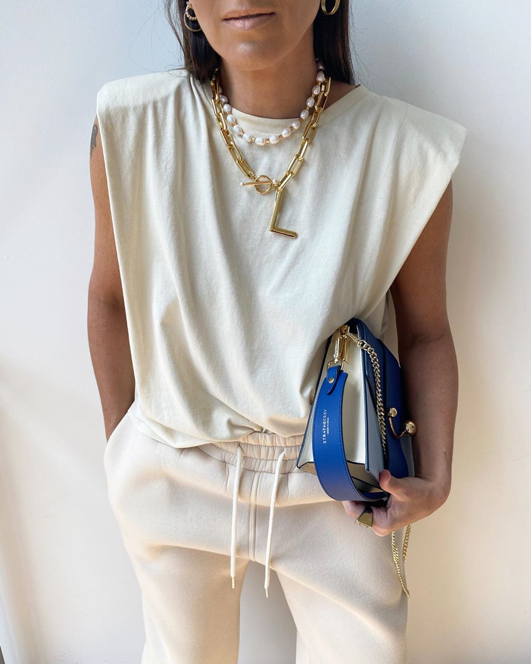 zara-sleeveless-t-shirt-padded-shoulder-laura-eguizabal-instagram