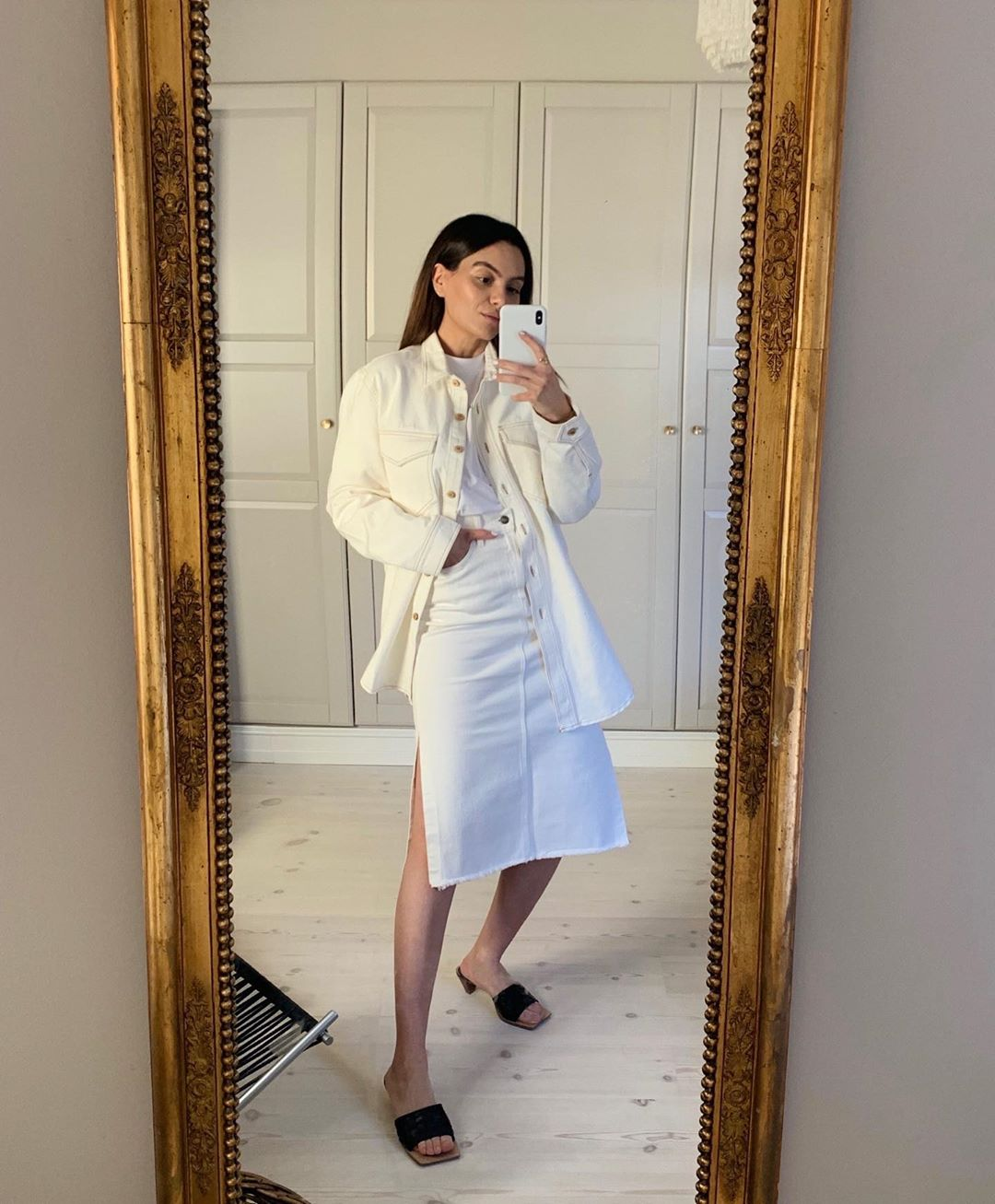 funda-christophersen-nanushka-soli-oversized-shirt-instagram