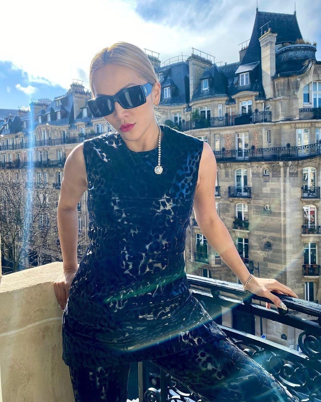linda-farrow-x-the-attico-stella-crystal-encrusted-sunglasses-tina-leung-instagram