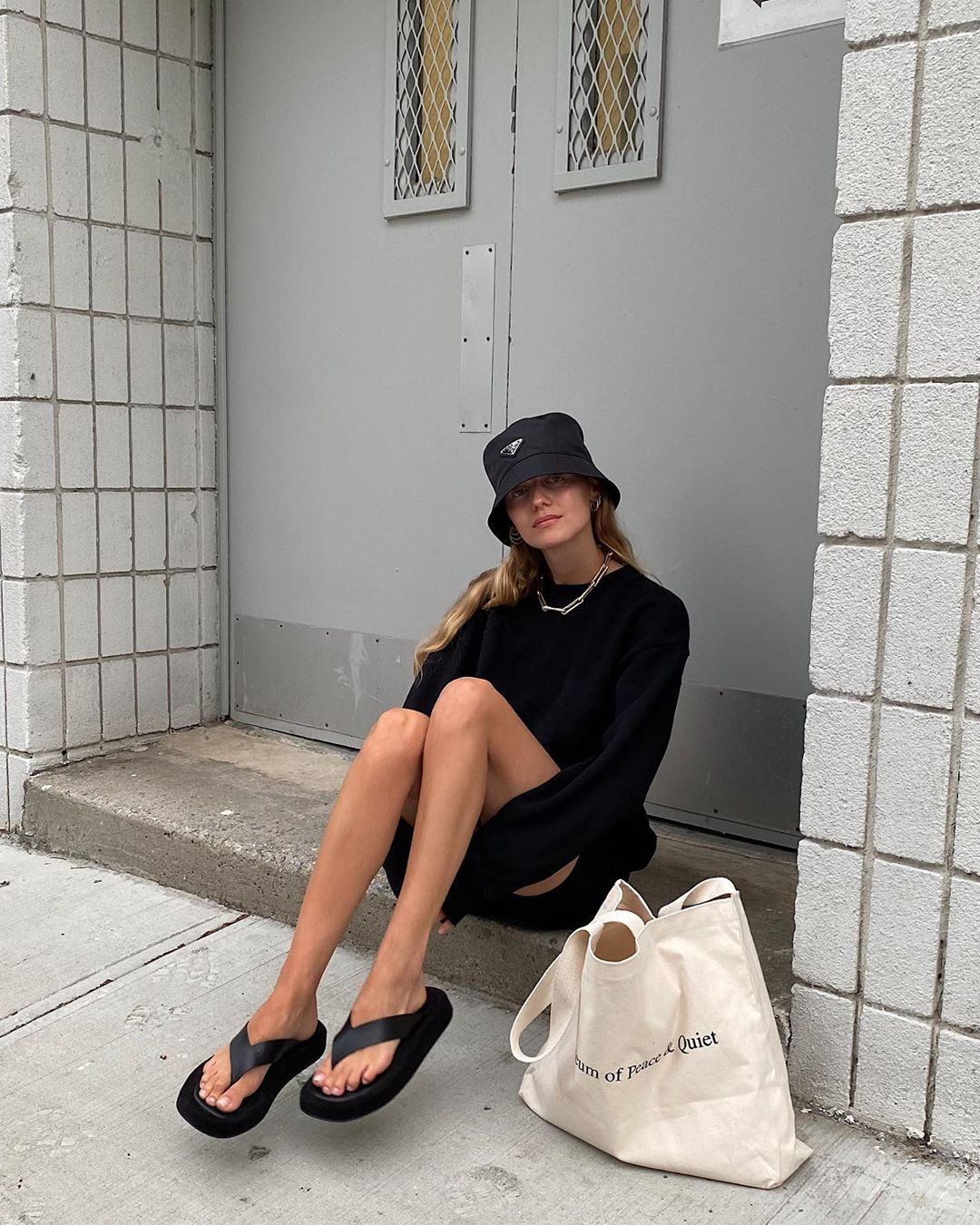 marie-von-behrens-the-row-ginza-leather-sandals-black-instagram