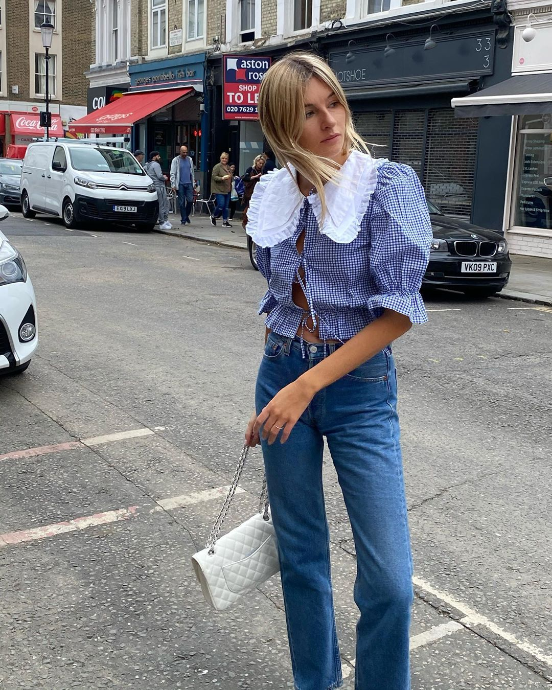 camille-charriere-maison-cleo-blouse-jeans-instagram