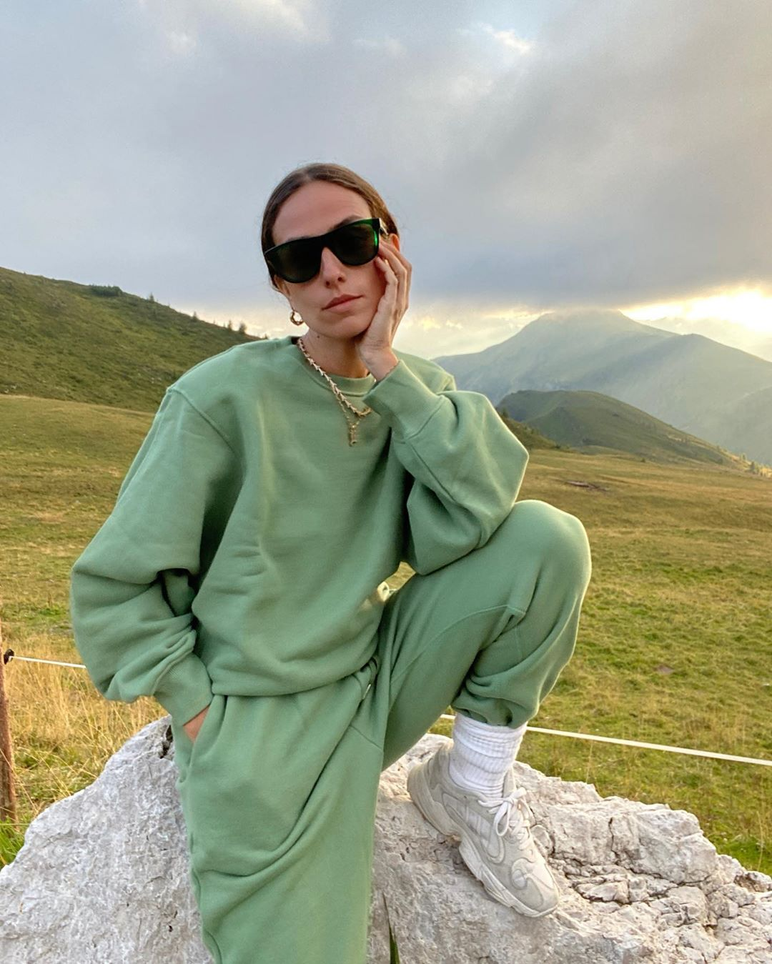erika-boldrin-frankie-shop-vanessa-padded-shoulder-sweatshirt-and-sweatpants-mossy-green-instagram