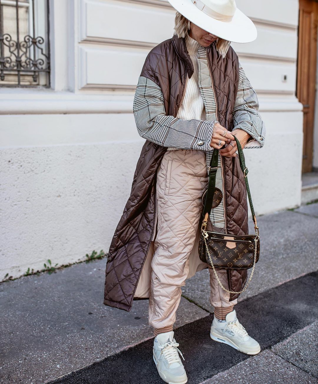 karin-teigl-baum-und-pferdgarten-deadra-checked-and-quilted-coat-instagram