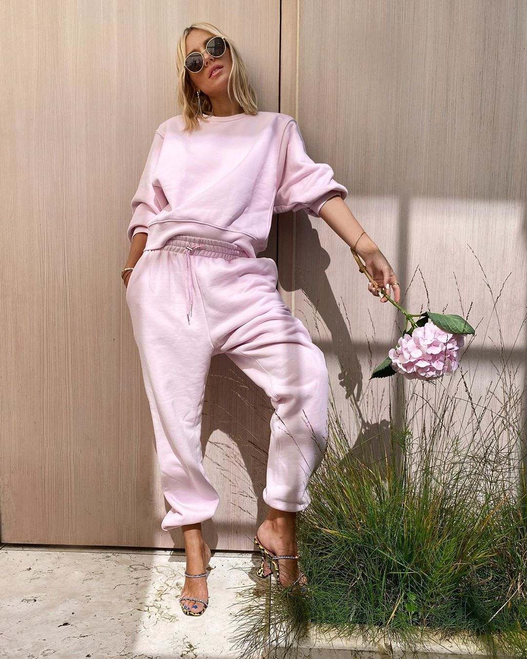 viktoria-rader-frankie-shop-vanessa-sweats-bubble-pink-instagram