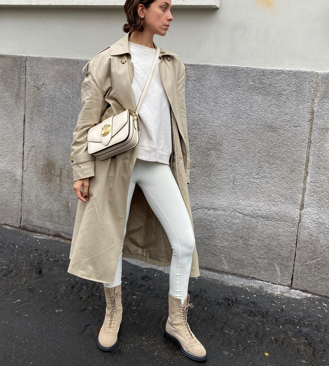 erika-boldrin-sweatshirt-leggings-trench-outfit-instagram