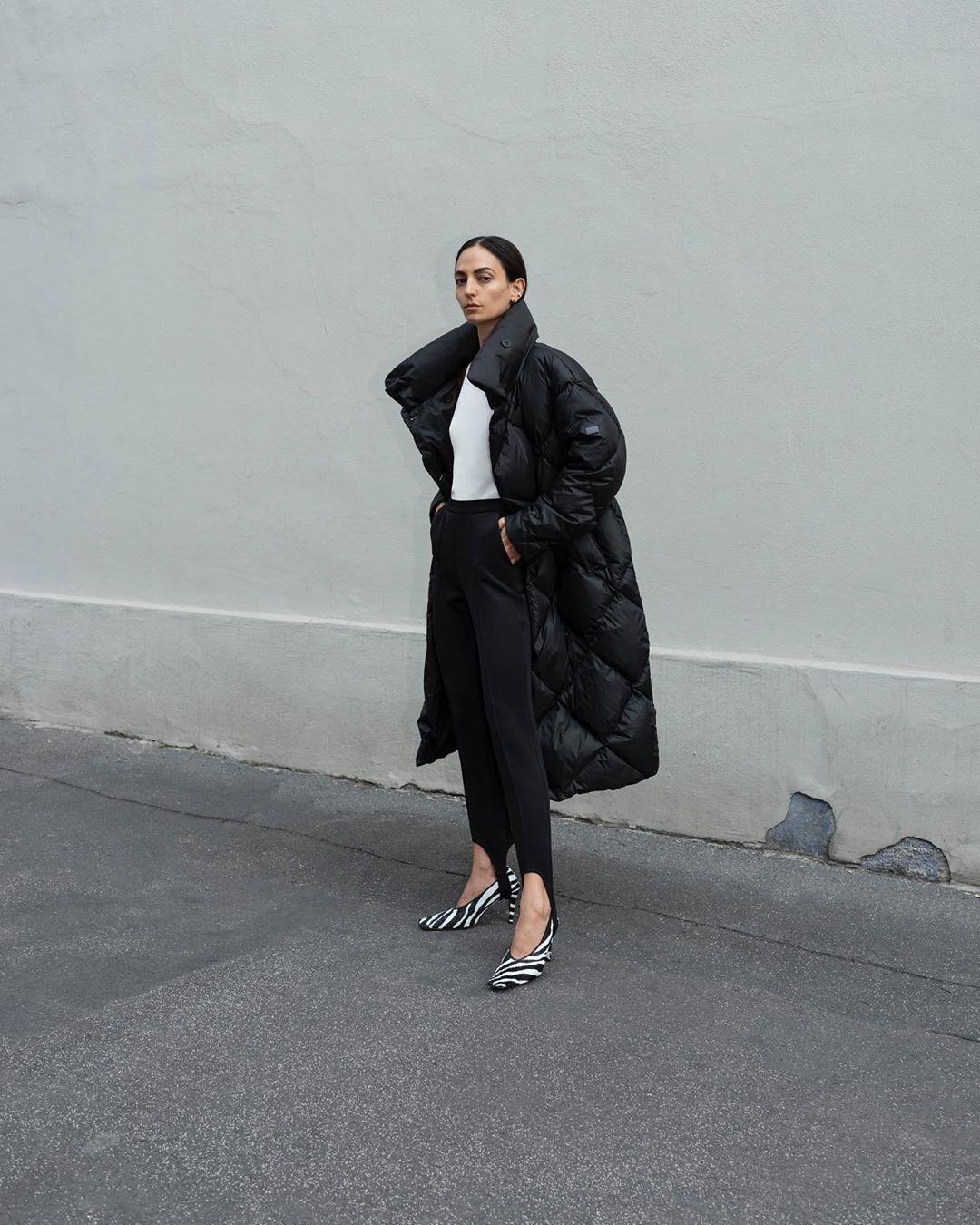 lempelius-diamond-quilt-down-coat-in-black-ilenia-toma-instagram