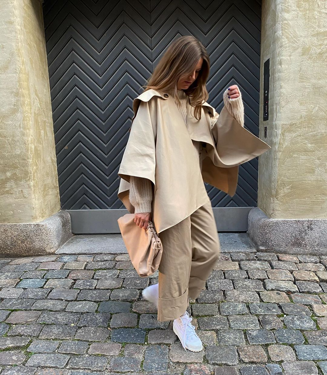 the-frankie-shop-trench-cape-in-biscotti-instagram