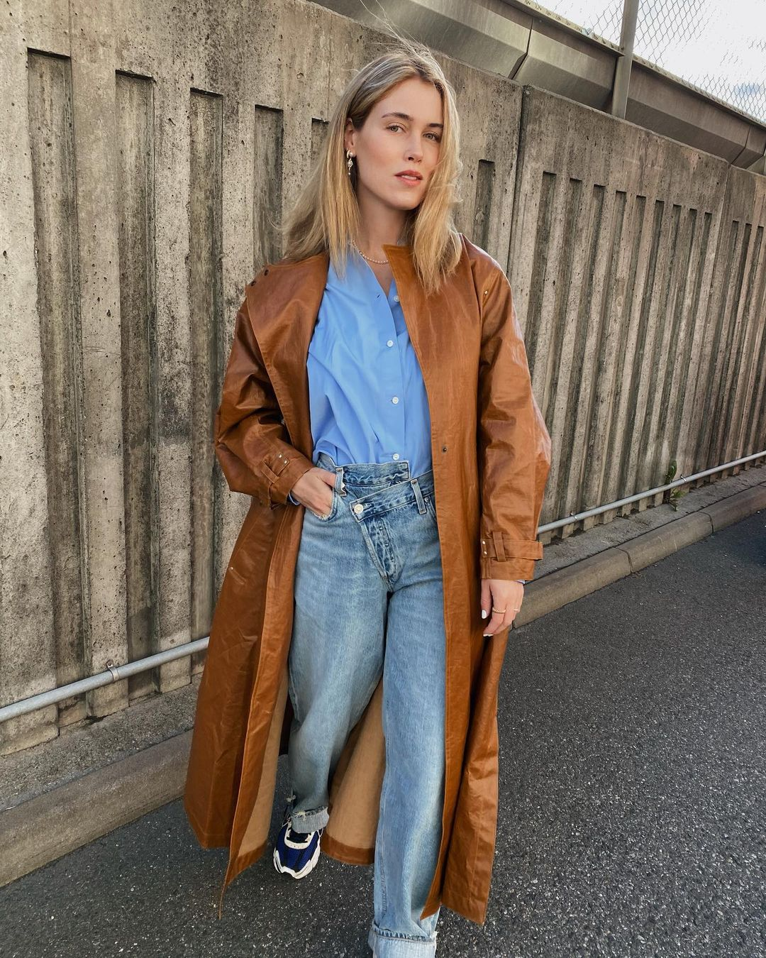 annabel-rosendahl-agolde-criss-cross-upsized-distressed-high-rise-wide-leg-jeans-instagram