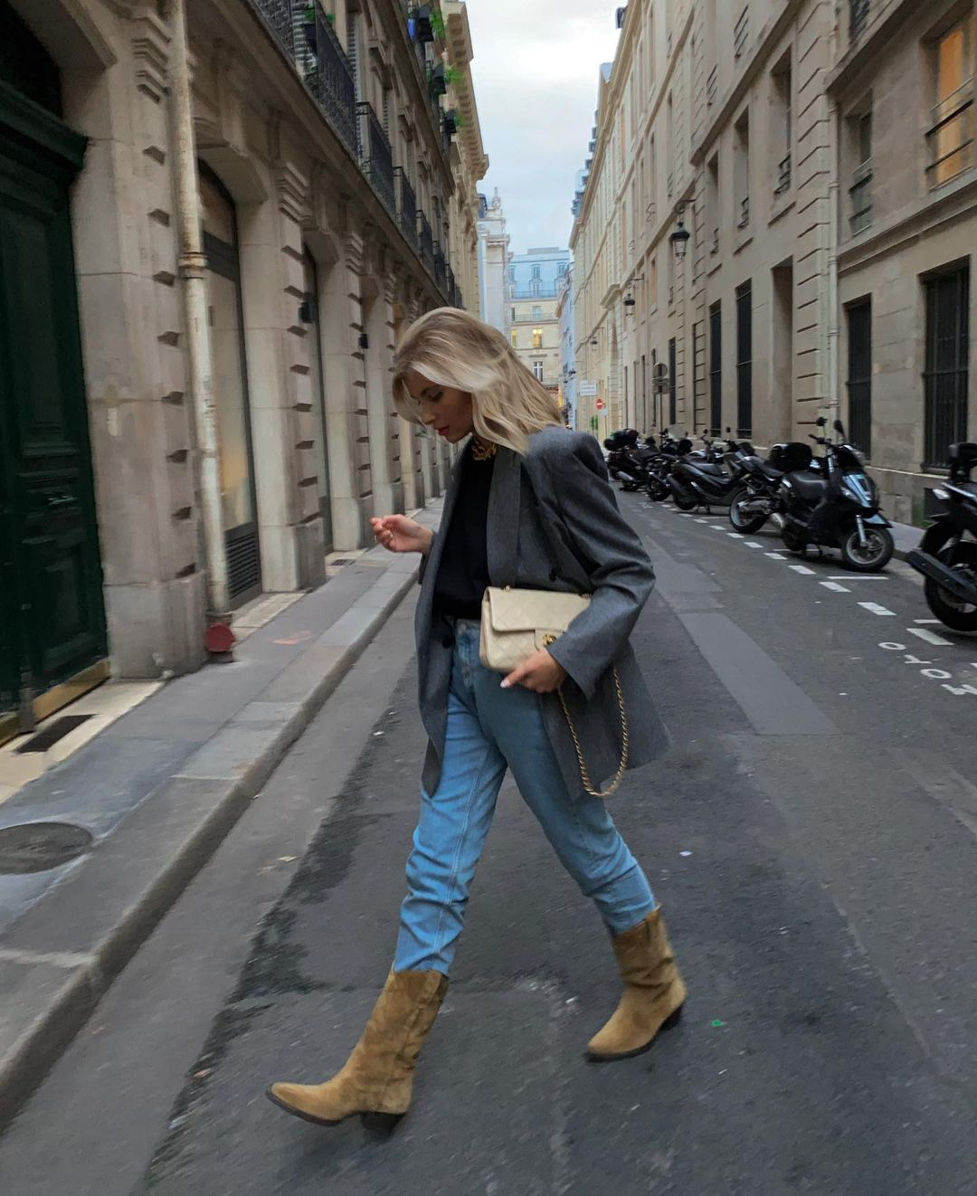xenia-adonts-oversized-blazer-cowboy-boots-outfit-instagram