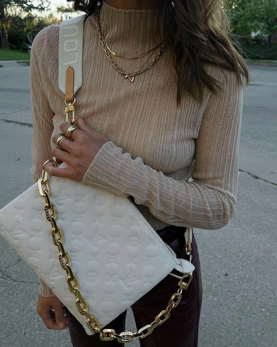 aime-song-louis-vuitton-coussin-pm-handbag-creme-instagram