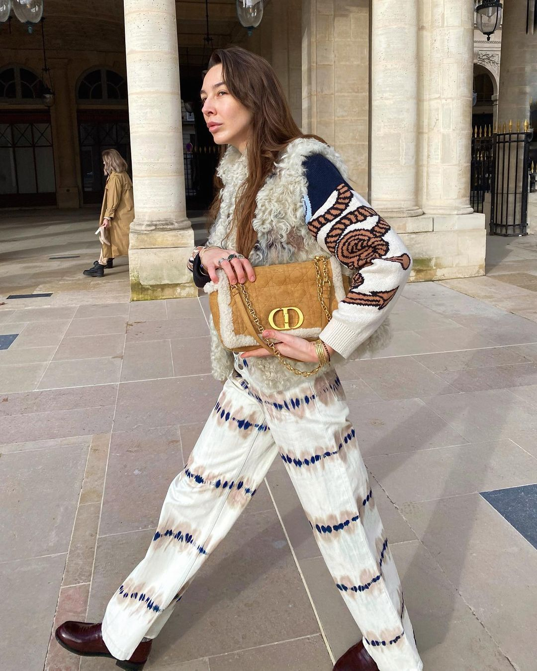 estelle-chemouny-large-dior-caro-bag-camel-sheepskin-wool-instagram