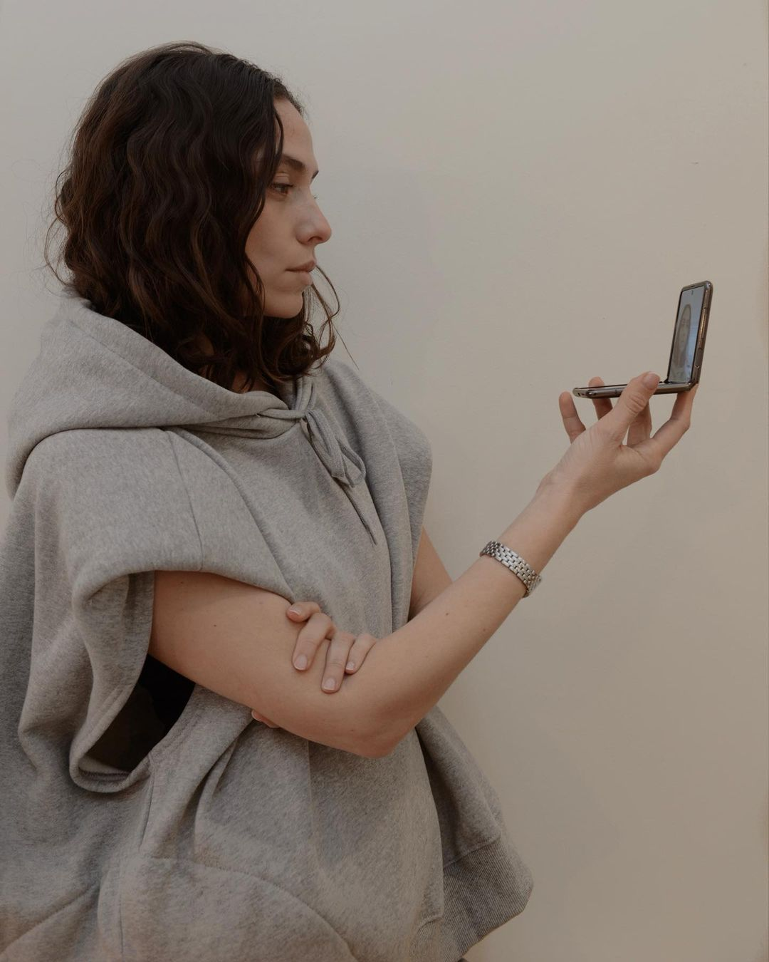 erika-boldrin-frankie-shop-alex-sleeveless-statement-shoulder-hoodie-in-grey-instagram