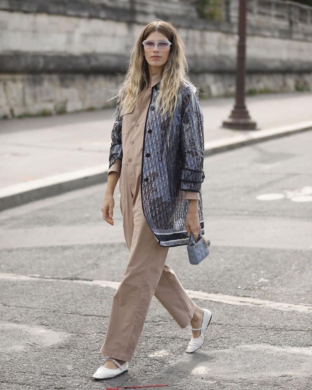 veronika-heilbrunner-dior-oblique-trench-coat-spring-2022-front-row-outfit